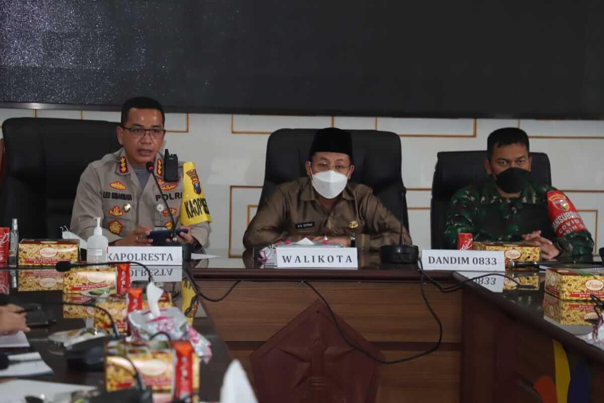Wali Kota Malang, Sutiaji bersama Kapolresta Malang Kota dan Dandim 0833 Malang.