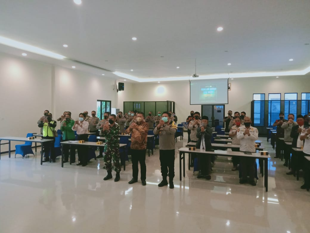 Rapat Koordinasi (Rakor) pengamanan jelang Paskah dan Wafatnya Isal Al-Masih di Gedung Sanika Satyawada Mapolres Malang pada Kamis (01/04/2021). Foto:Rizal.
