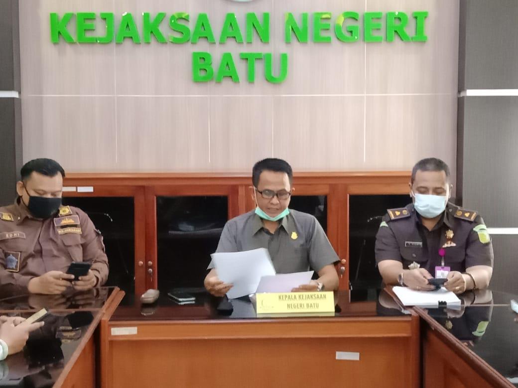Kajari Kota Batu merilis penetapan FP sebagai tersangka dugaan tindak pidana korupsi. Foto Sholeh/Tugumalang.id