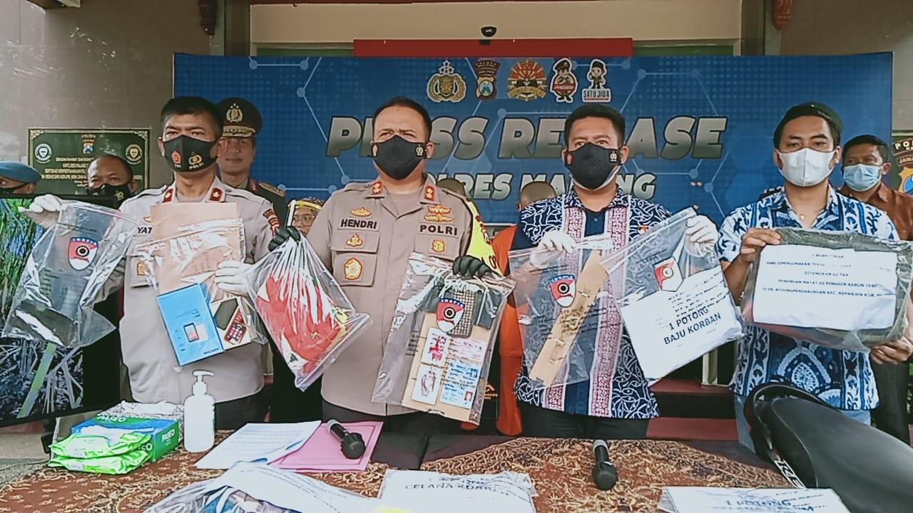 Polres Malang merilis kedua tersangka. (Foto Rizal Adhi)