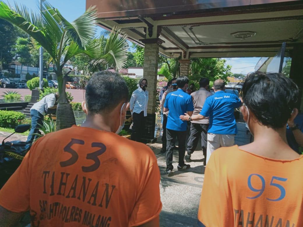 Ilustrasi penangkapan tindak kriminalitas di Polsek. Foto: Rizal.