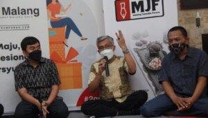 Penguji PWI, Nurcholis (tengah), Ketua PWI Malang Raya Cahyono, (kanan), dan CEO Paragon Salman Subakat (Kiri) dalam acara MJF.