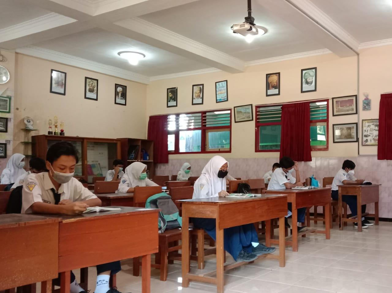 Foto: Ilustrasi ujian akhir sekolah bagi SMP di Kota Batu.
