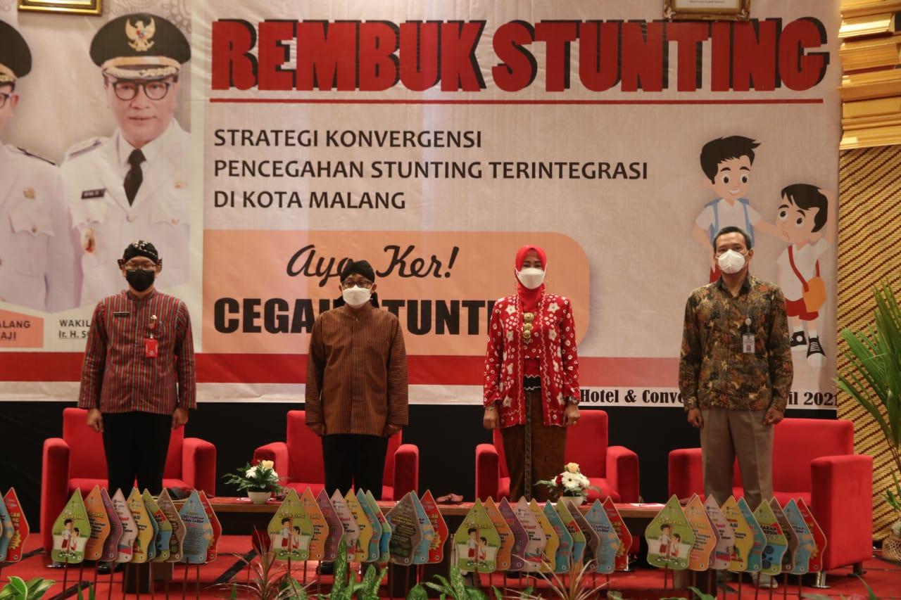 Wali Kota Malang Sutiaji saat memaparkan presentasidi acara Rembuk Stunting, Kamis (29/4/2021). Foto/Humas Pemkot Malang