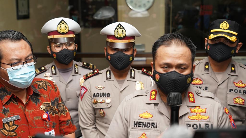 Kapolres Malang AKBP Hendri Umar saat dikonfirmasi terkait wisatawan asal Mojokerto yang tenggelam di Pantai Batu Bengkung, Kabupaten Malang. Foto: Rizal.
