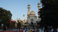Ilustrasi salat berjamaah di Masjid Agung Jami Kota Malang. Foto/Ben