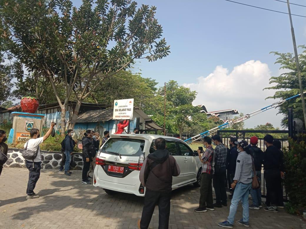 Rombongan DPRD Jatim. Foto Sholeh.