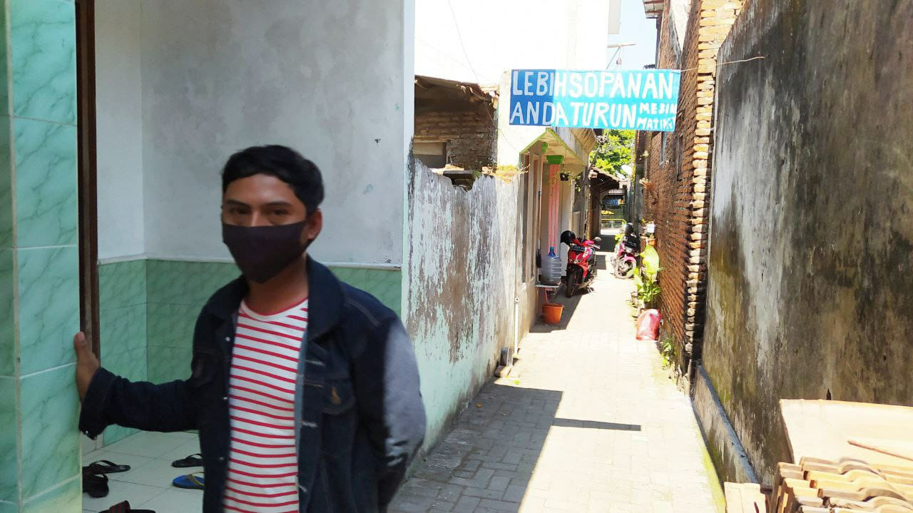 Pandu (33), tetangga pelaku penusukan mantan istri pertamanya. Foto/Azmy.